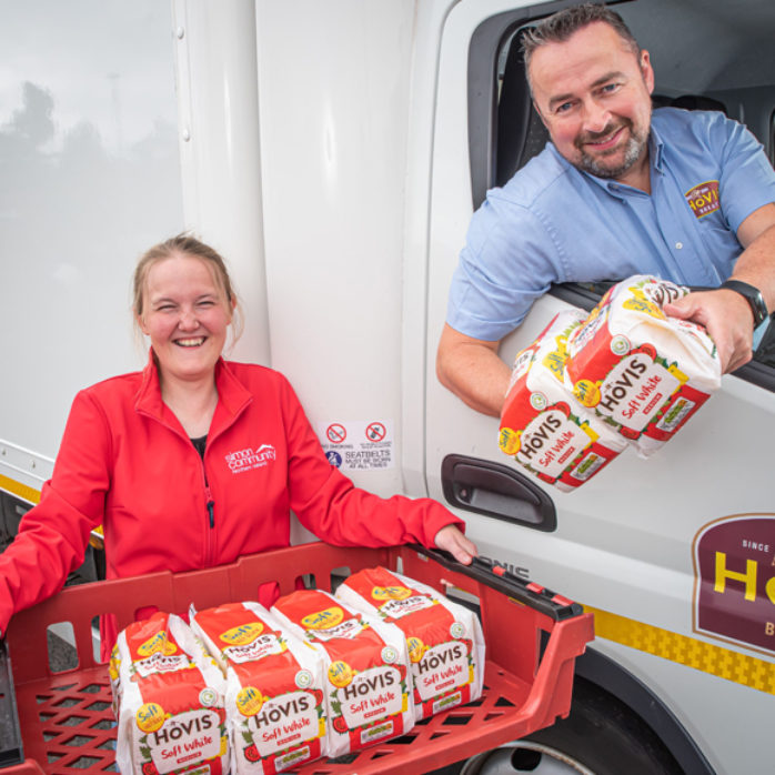 Simon Communitys Rebekah Barr Receiving Weekly Bread Donation From Hovis® Ireland's Transport Operations Manager Warren Cosgrove